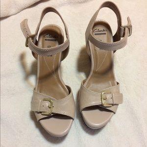 Clarks Collection tan wedge heel